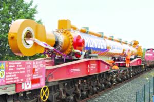 Der Hydraulik-Zylinder geht auf die Schiene. Foto: Hunger Hydraulik