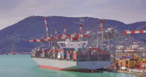 CSCL läuft als erster asiatischer Carrier einen italienischen Hafen mit 14000-Teu-Schiffen an. Foto: Contship Italia