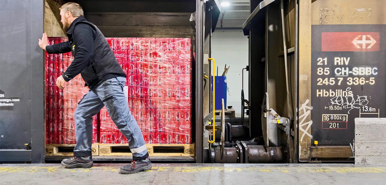 Auslad Coca-Cola-Dosen